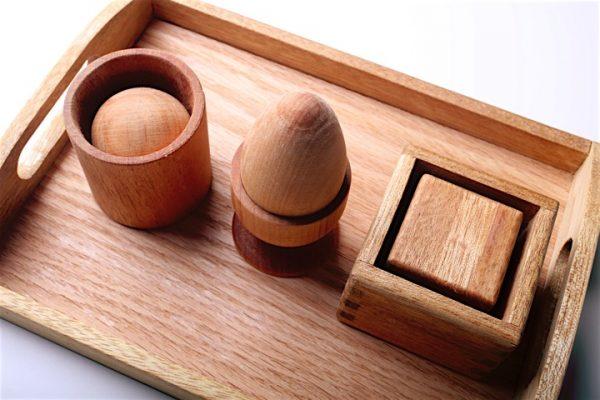 Charola-Bandeja-Montessori-Juguete-Material-Didactico-Motricidad-Vida-Practica-Volumenes-Huevo-Copa-Cubo-Actividad-Madera-Mexico