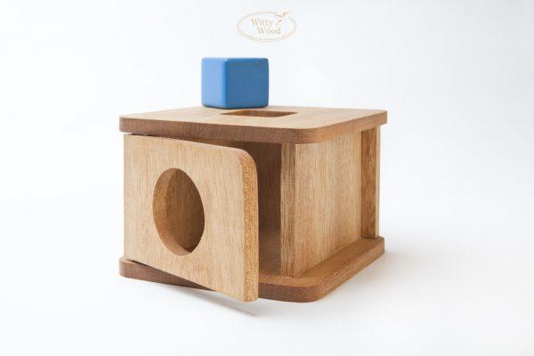 Casita-con-cubo-Montessori-Juguete-Maerial-Didactico-Motricidad-Permanencia-Nino-Madera-Mexico